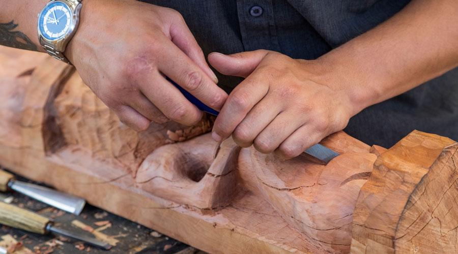 Maori carving hero