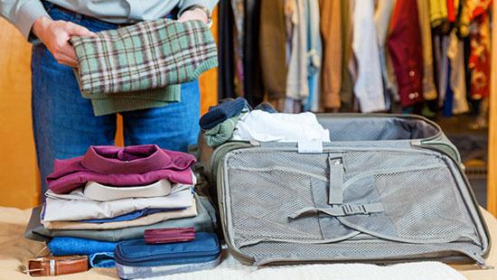 pack suitcase