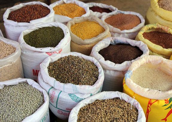 SriLankaspicemarket_Fotolia_61645449