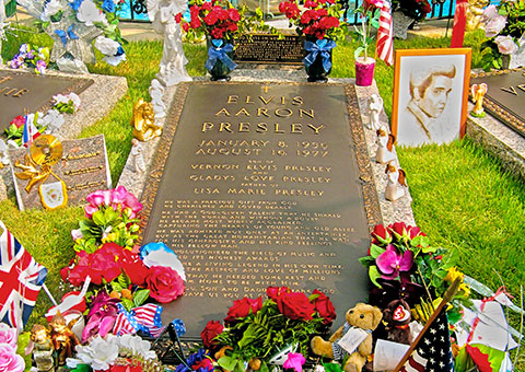Elvis' Grave - Tennessee - Collette