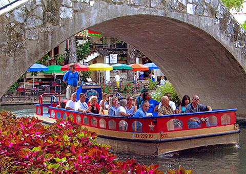 River Walk boat and brige - Texas - Collette