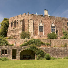 berkeley castle cotswolds uk  AdobeStock 128687958