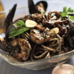 italian ink squid speggetti pasta   AdobeStock 21958495