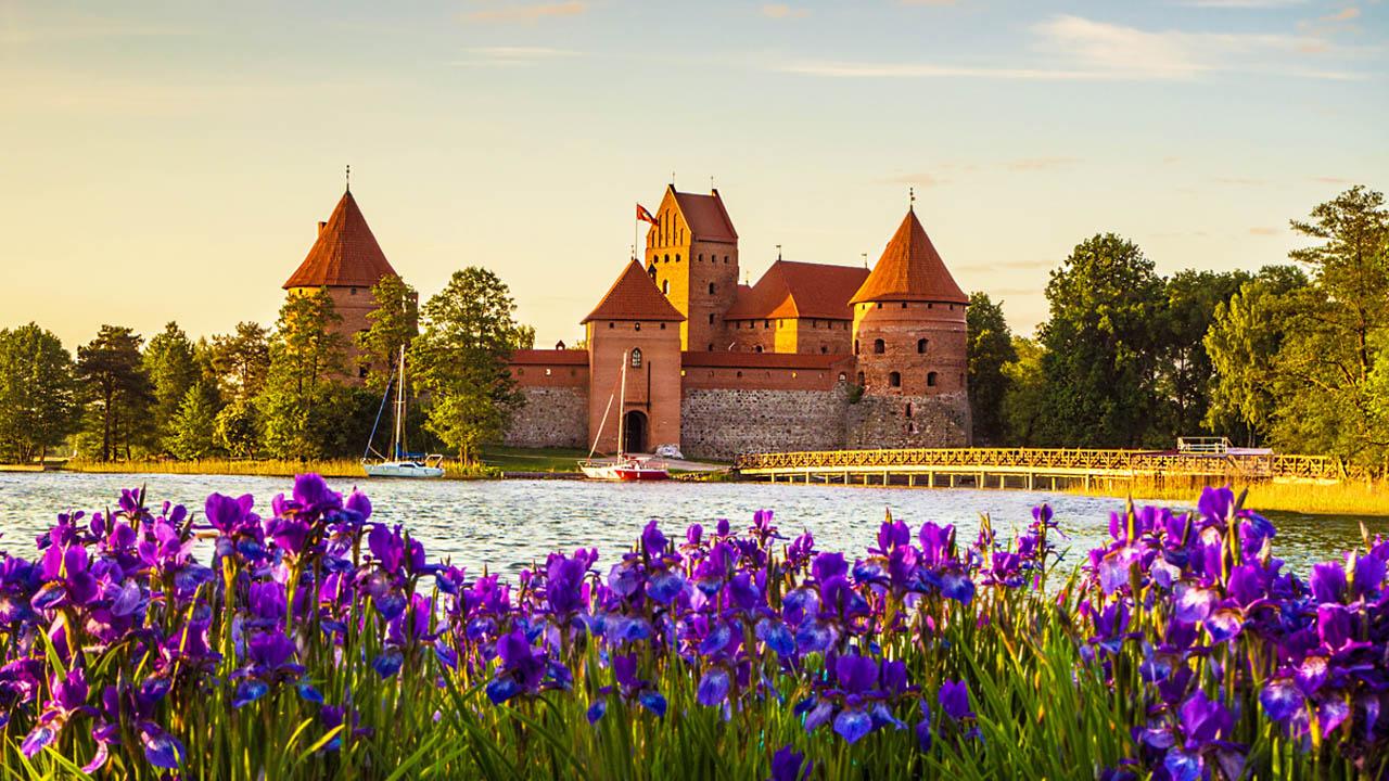 must see 3 trakai island castle
