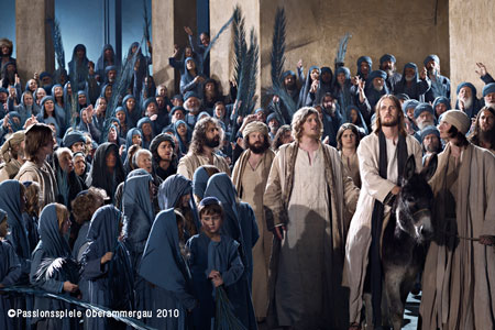 Jesus amoung crowd Oberammergau search