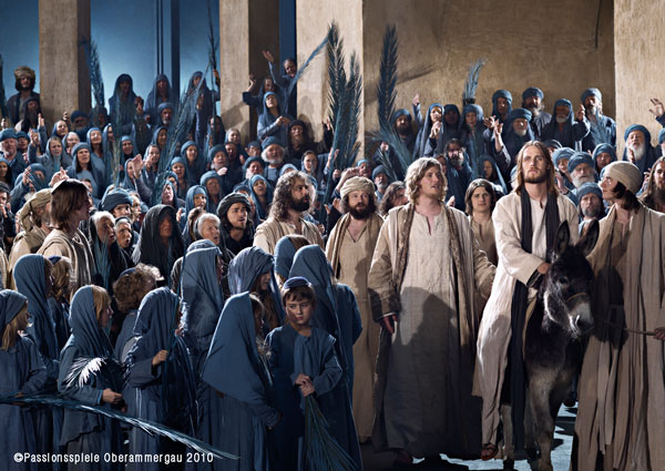 Jesus amoung crowd Oberammergau