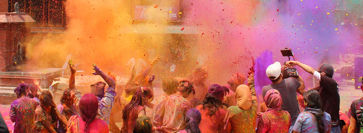https://i.gocollette.com/tour-media-manager/tours/asia/india/292/packages/alt-holi/top-carousel/mysteriesofindia_hero1_holi.jpg