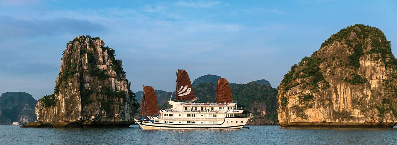 https://i.gocollette.com/tour-media-manager/tours/asia/vietnam/597/packages/master-package/top-carousel/tasteofvietnam-hero1-halongbay.jpg