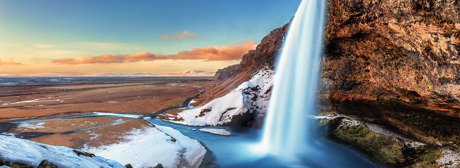 Travel in Iceland - Iceland Northern Lights Tour with Collette
