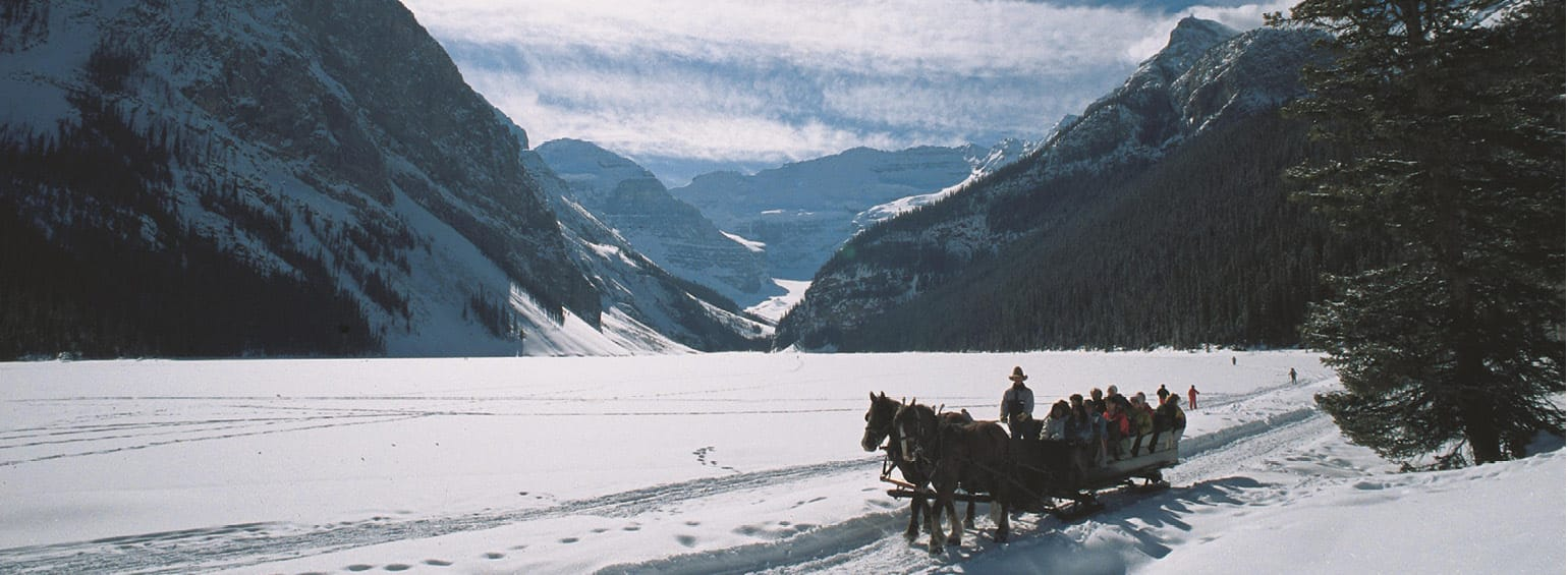 https://i.gocollette.com/tour-media-manager/tours/north-america/canada/281/packages/master-package/top-carousel/canadaswinterwonderland_hero1_sleighride.jpg