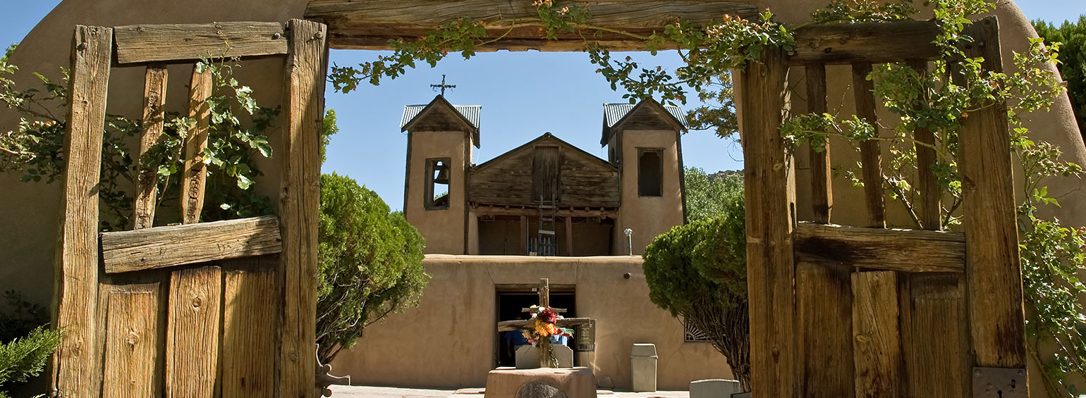 https://i.gocollette.com/tour-media-manager/tours/north-america/usa/274/packages/master-package/top-carousel/spotlightonsantafe_hero1_el-santuario-de-chimayo.jpg